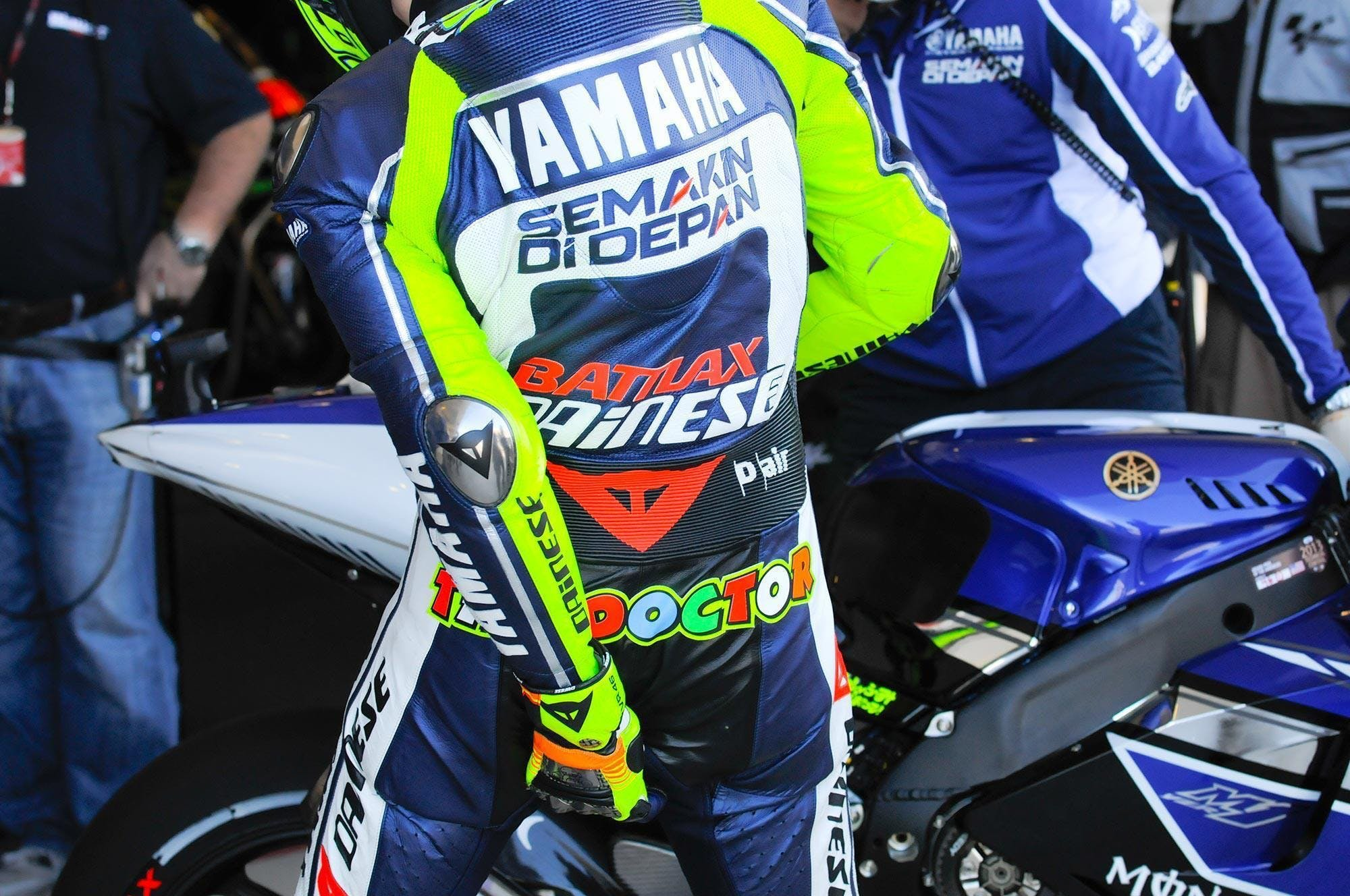 Rossi pulling at his leathers
