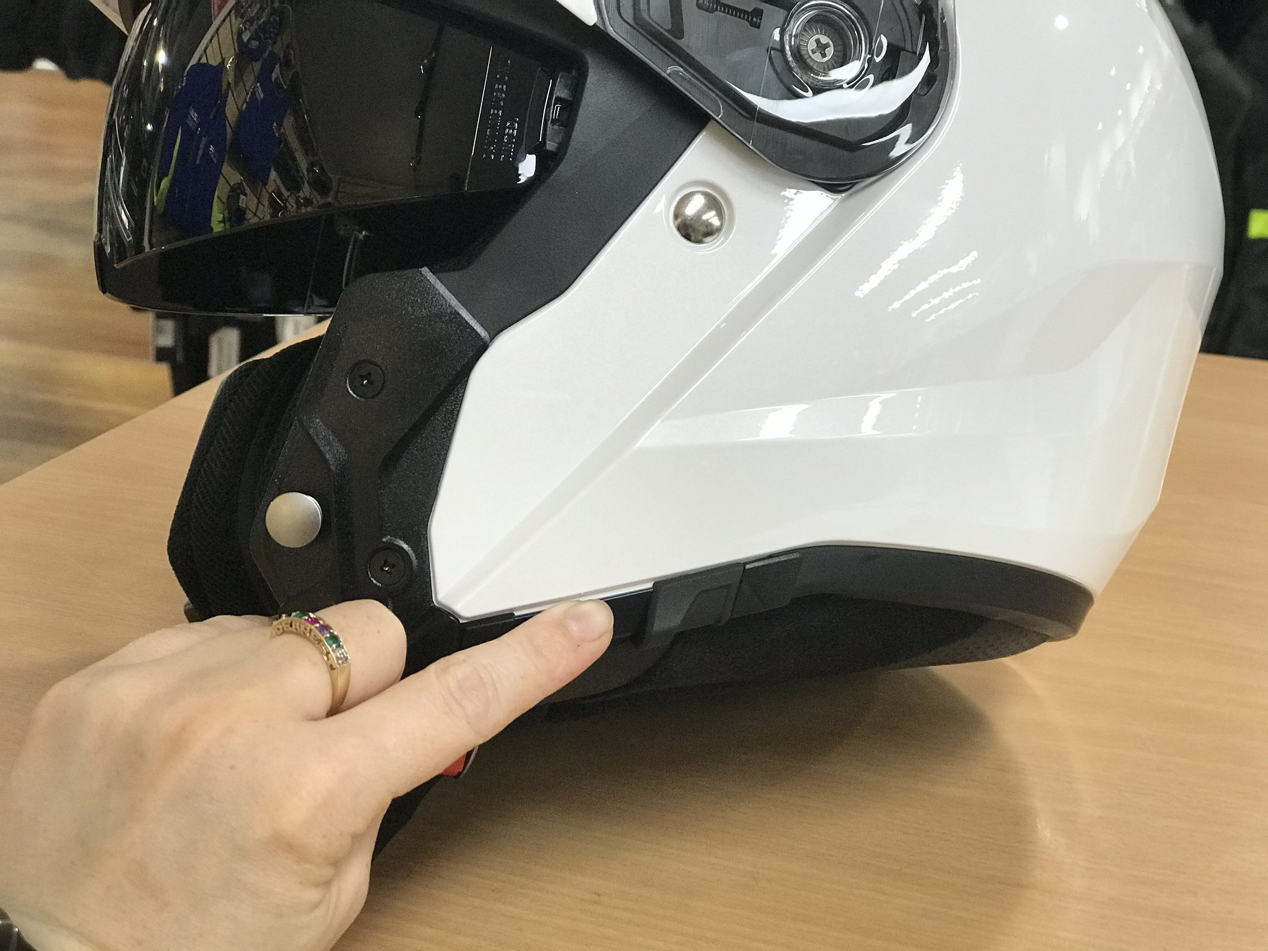 i90 open - pointing to where the new internal visor mechanism is