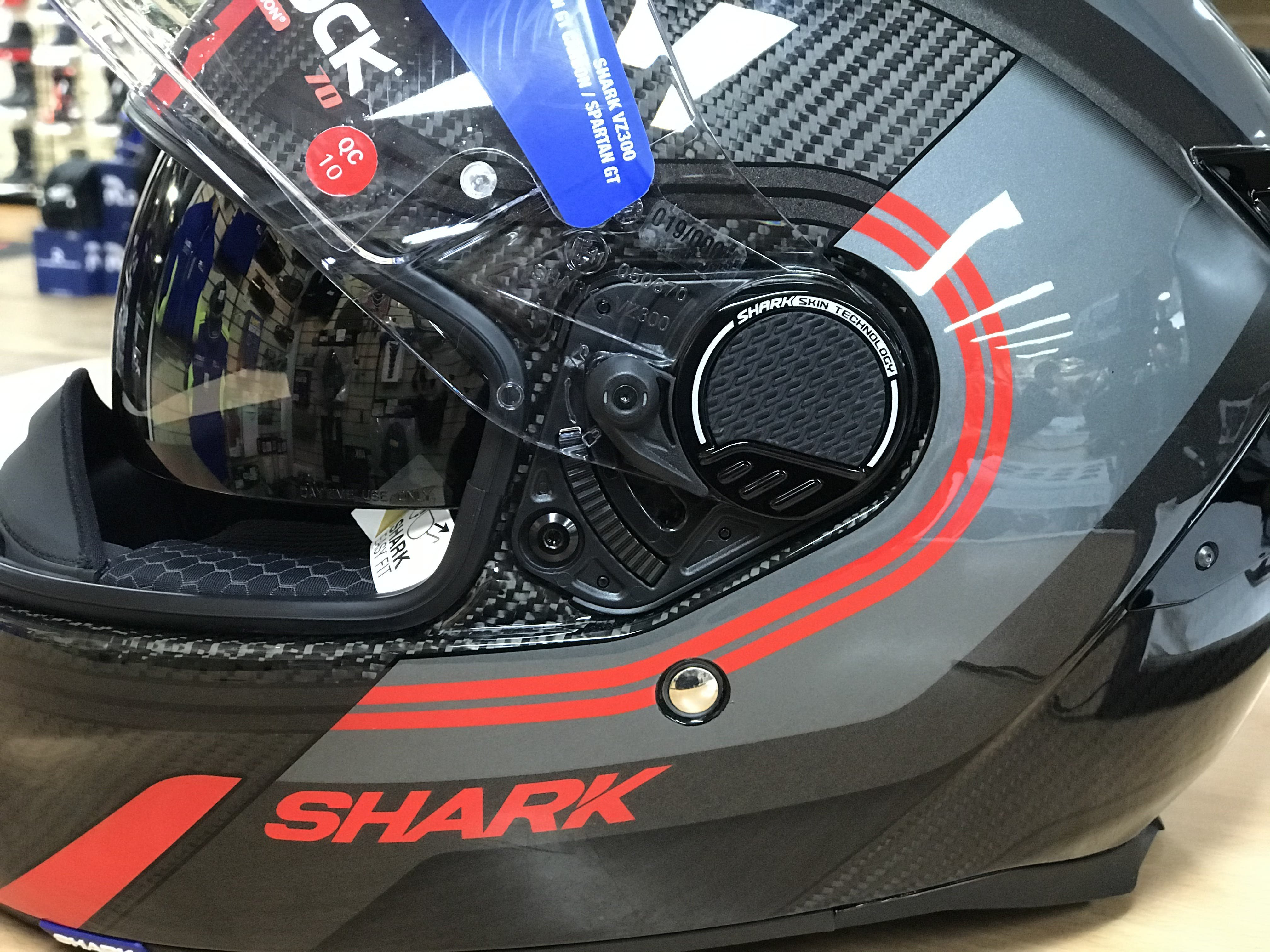 New visor with micro ratchet system for smooth visor operation on the Shark Carbon Spartan GT