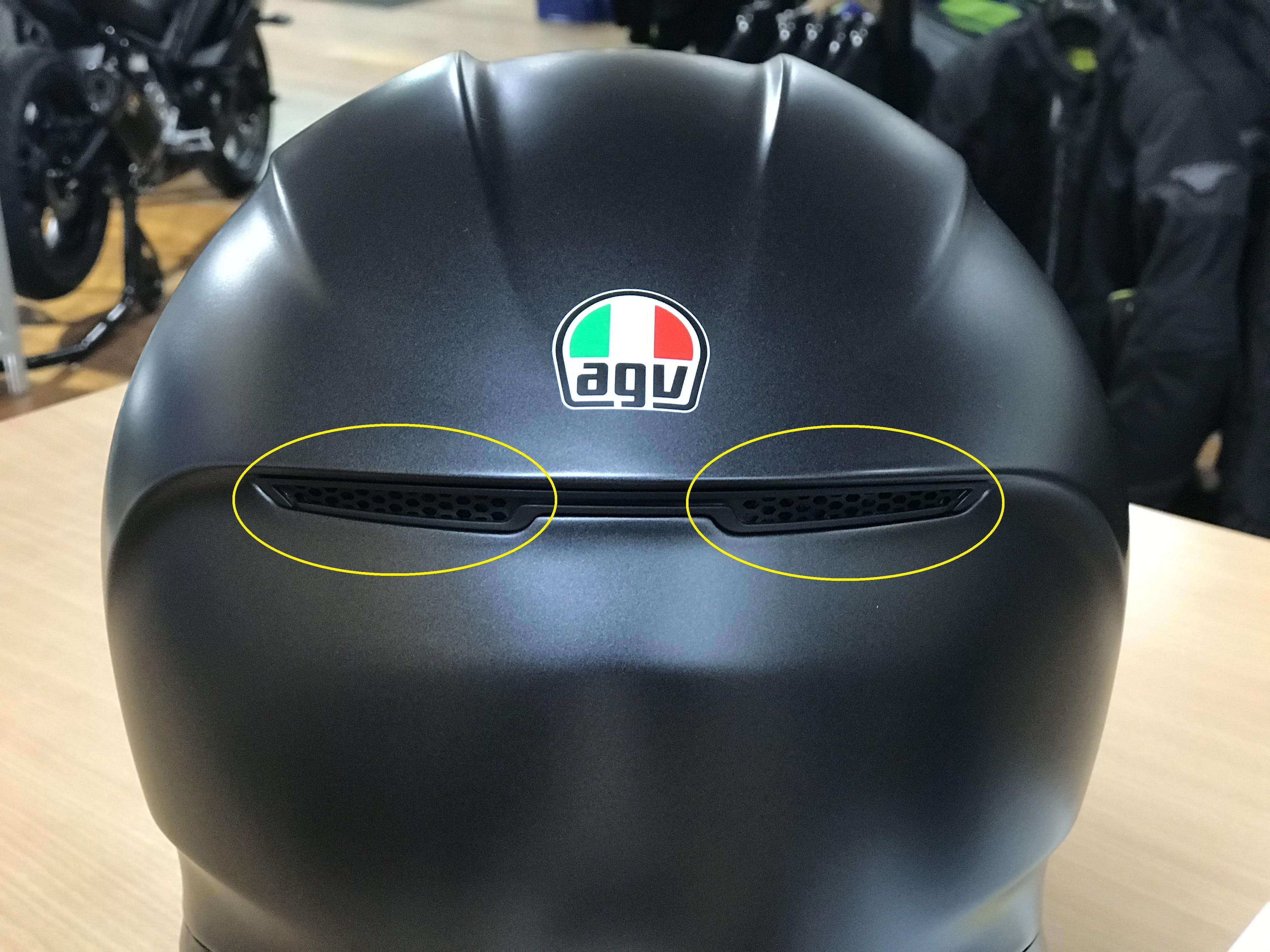 2 rear extractor vents on AGV K6 road helmet